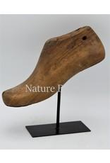 . Vintage schoenmal op standaard