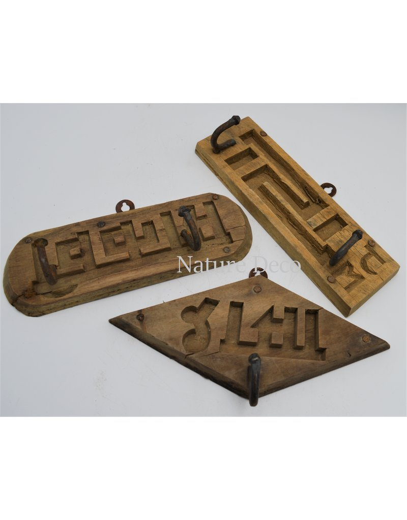 . Brick mold coat rack round
