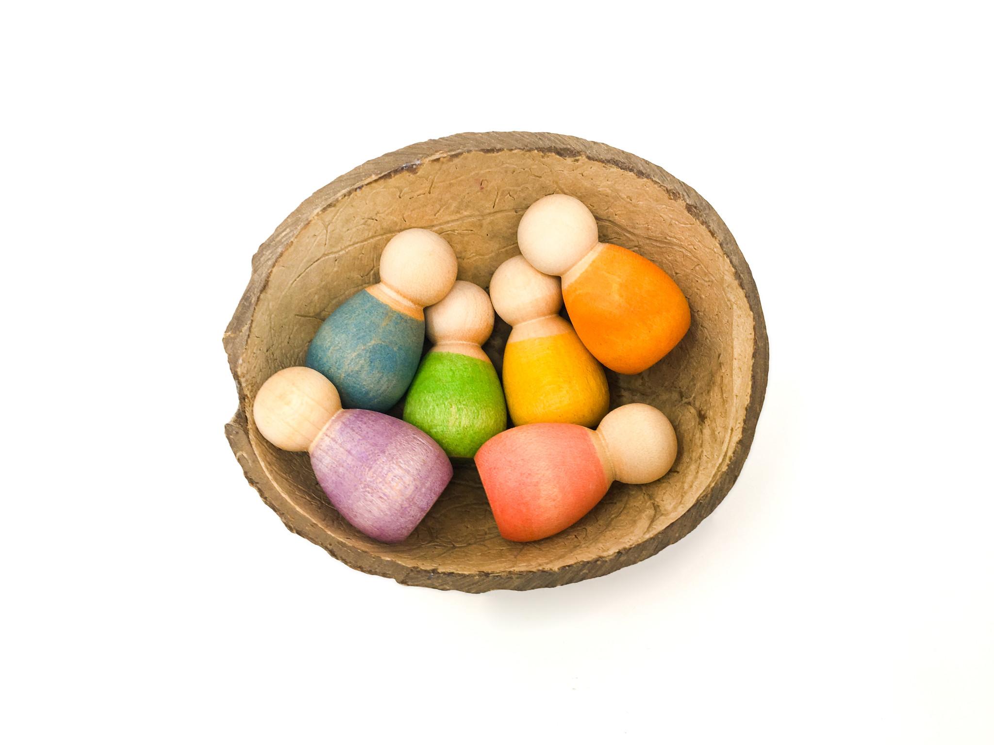 Grapat Kleine Poppetjes in Kokosnoot Schaal