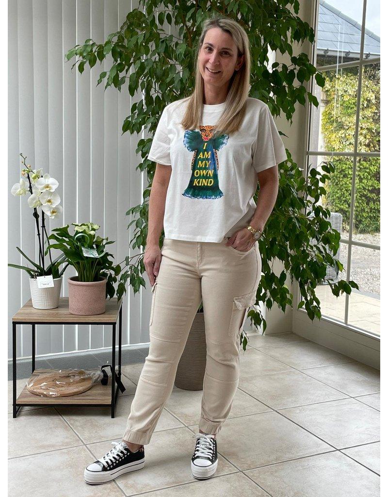 T-Shirt Kay Felisa Jacqueline de Young Leo in dress