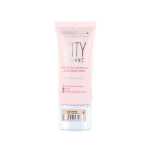 City Radiance Skin Protecting Foundation - 02 Vanilla