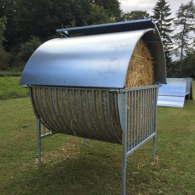 Köhler Holz- und Metallverarbeitung Köhler Rundballenraufe mit Dach - für gehörnte Tiere