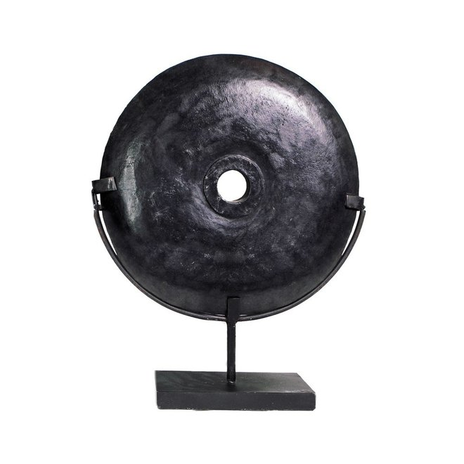 Ornament The Black River Stone on Stand groot