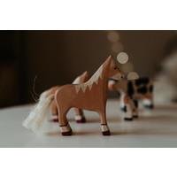 Holztiger   Paard staand, lichtbruin