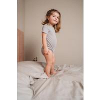 Feeēn Mini | Shortsleeve romper | Pebble