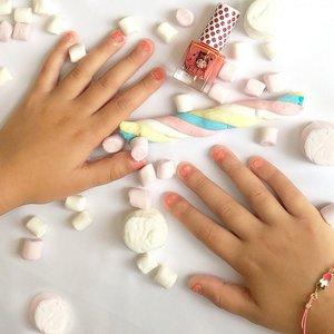 Miss Nella Miss Nella | Nagellak 'Marshmellow Overload' | Koraal met glitter