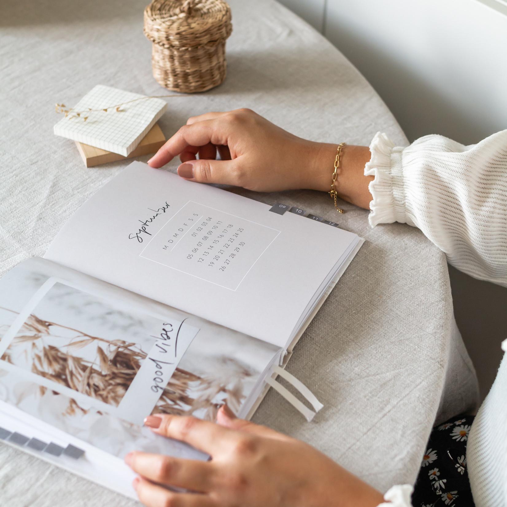 Jacqui Designs  Taschenkalender – Floral