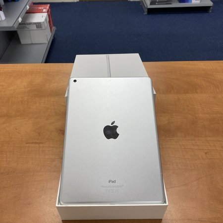 Apple iPad 2018 A1893 9.7 inch 32Gb Silver A+ used Tablet