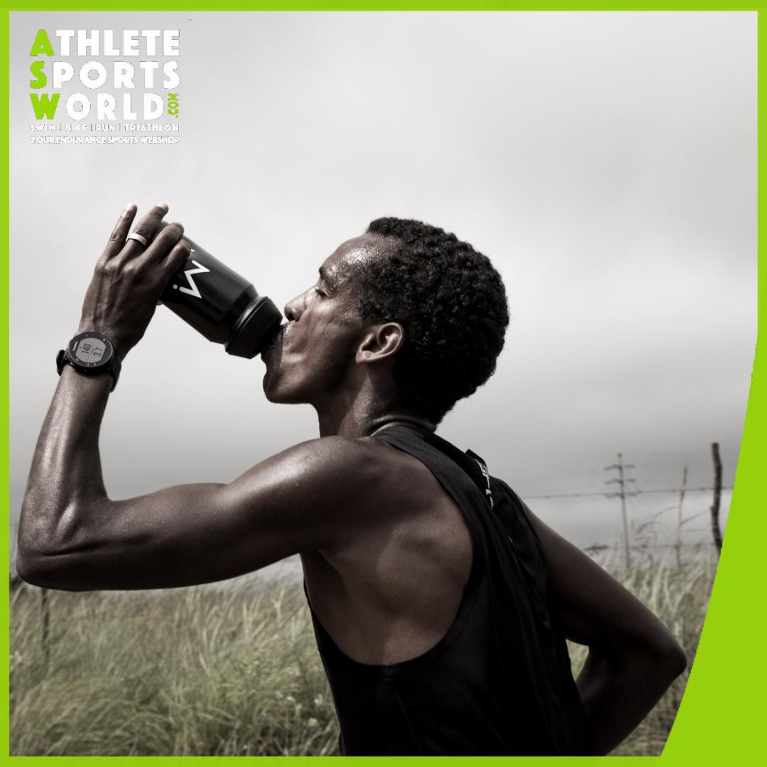 Energie tijdens het zwemmen, fietsen en lopen. Wat is de beste sportvoeding?