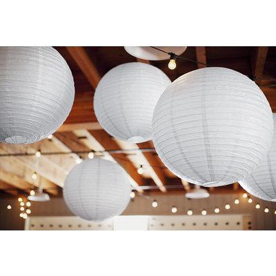 Grote witte lampion van papier