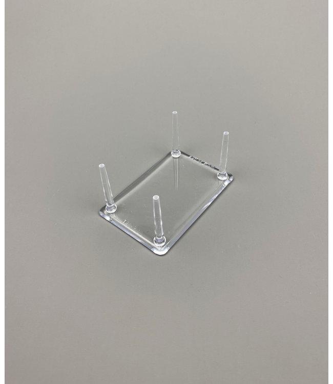 Rechthoekig Acryl 4-Pins Display / Smalle Poten / Voor Stenen / Mineralen / Fossielen / Geodes
