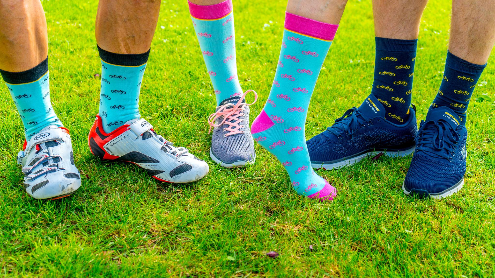 Socken im Bikedesign (türkis-pink)