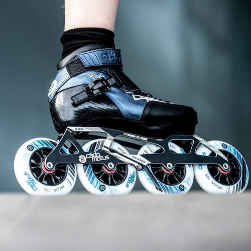 Cádomotus Rookie Two Kids Inline Skate 4x90 | 3x100 race setup + extra ankle support