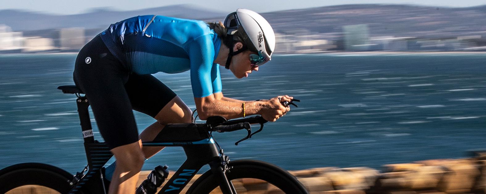 In de aerohouding draagt de Cadomotus Triathlonhelm heel comfortabel.