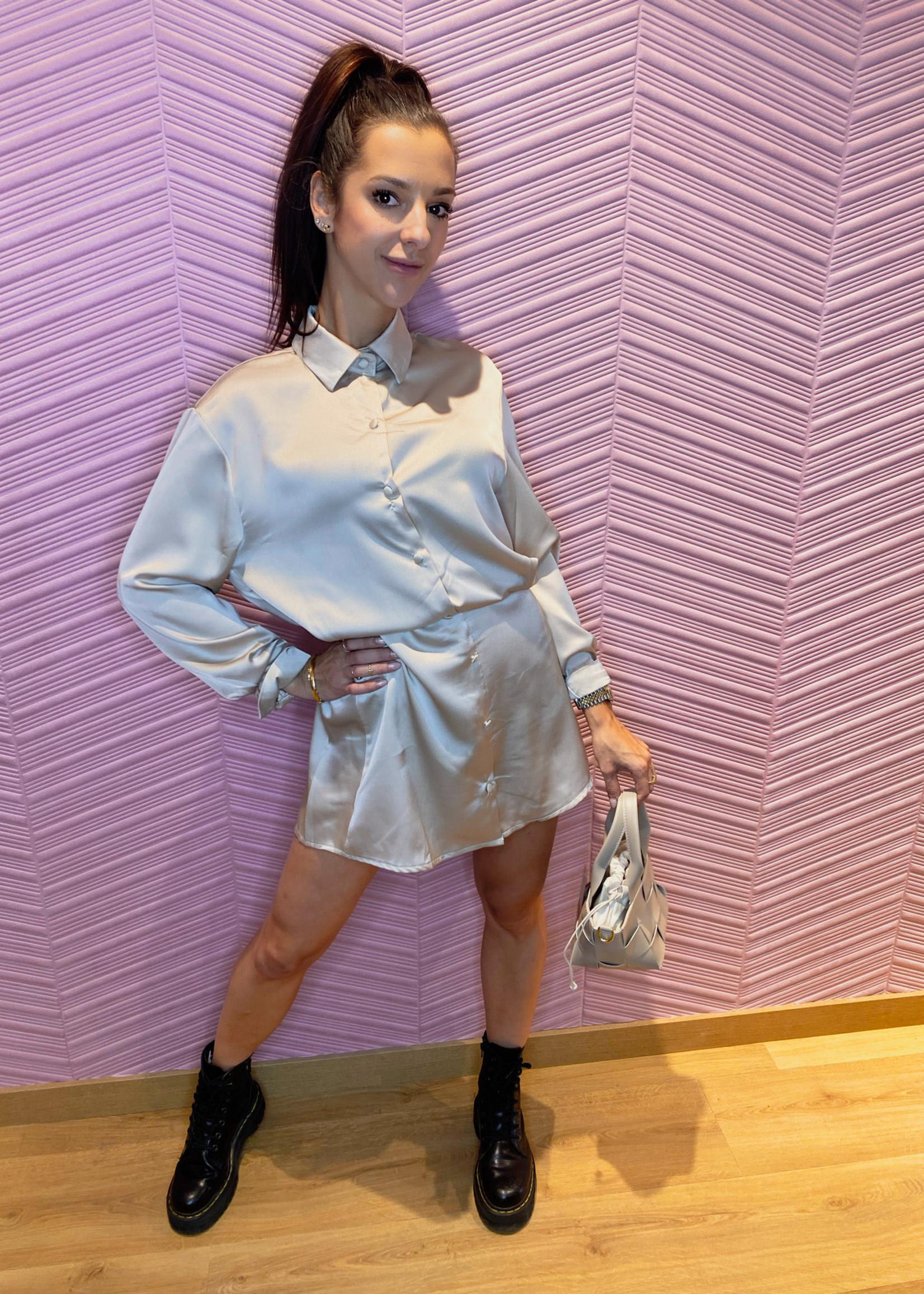 Satin mini jurk met knoopjes