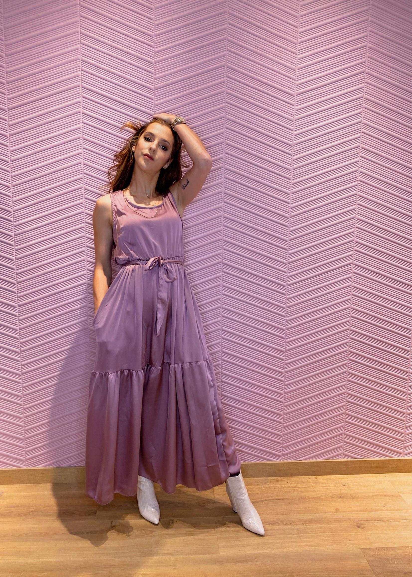 Satijnachtige jurk zonder mouwen