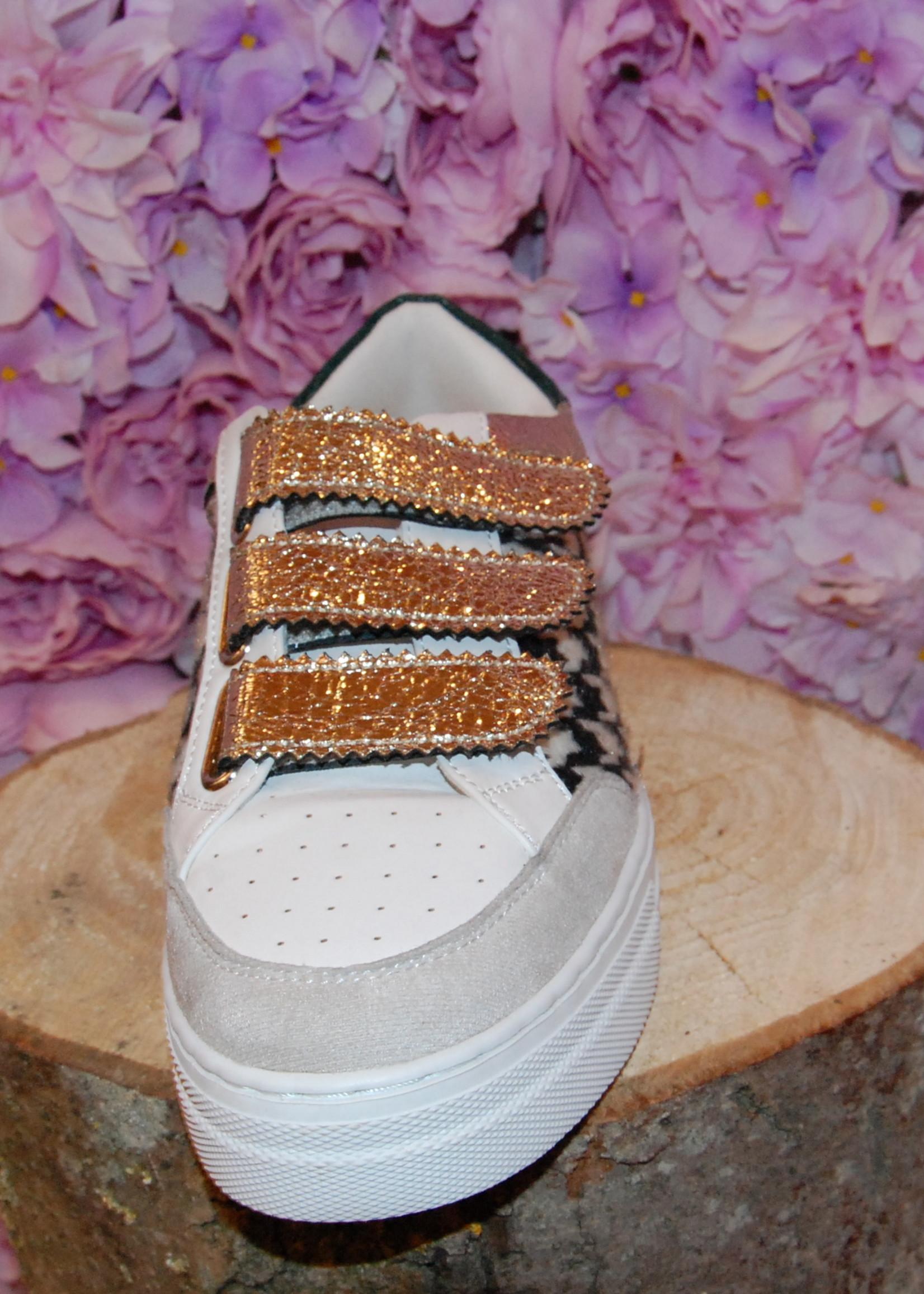 Golden velcro sneakers
