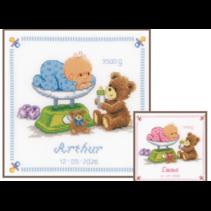 Telpakket kit baby in weegschaal met beer