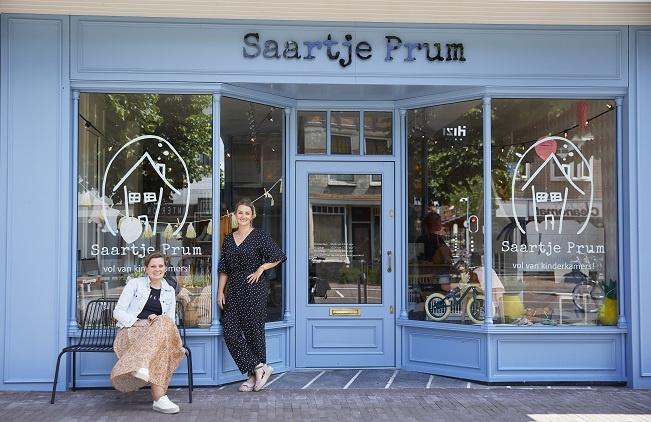 Gerline en Marline voor Saartjes winkel