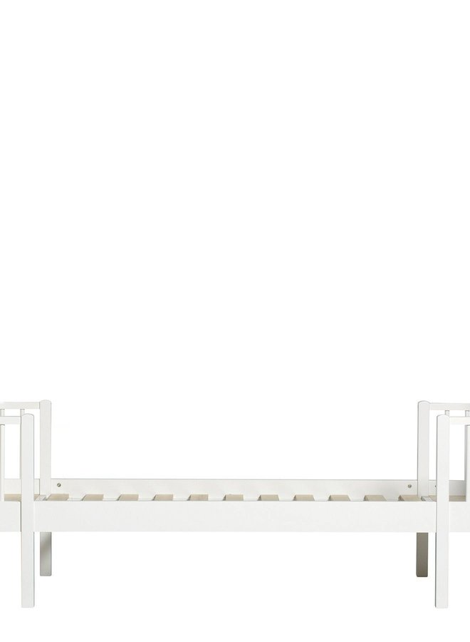 Oliver Furniture Wood original bed white