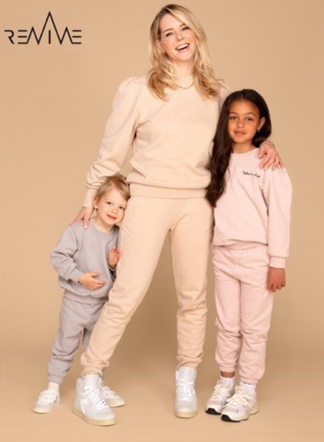&C x REVIVE - Kids Jogging set GIRL, grijs - LET'S GO