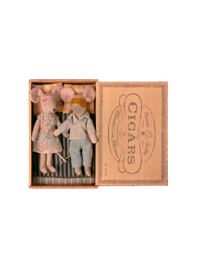 Maileg - Mum & Dad mice in cigarbox