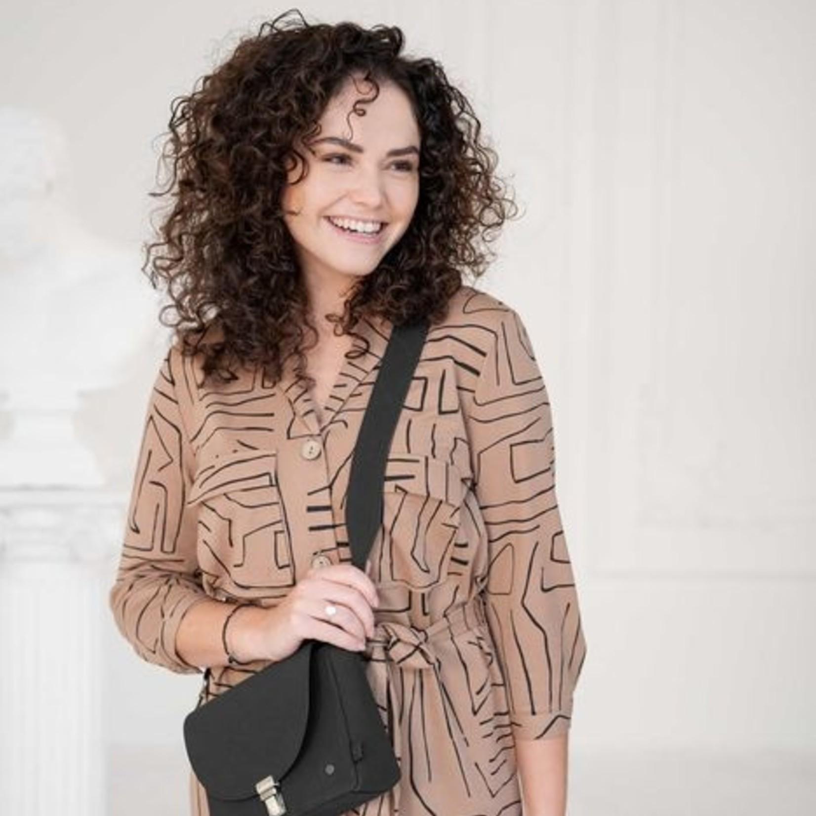Trendy schoudertas met gesp mat zwart