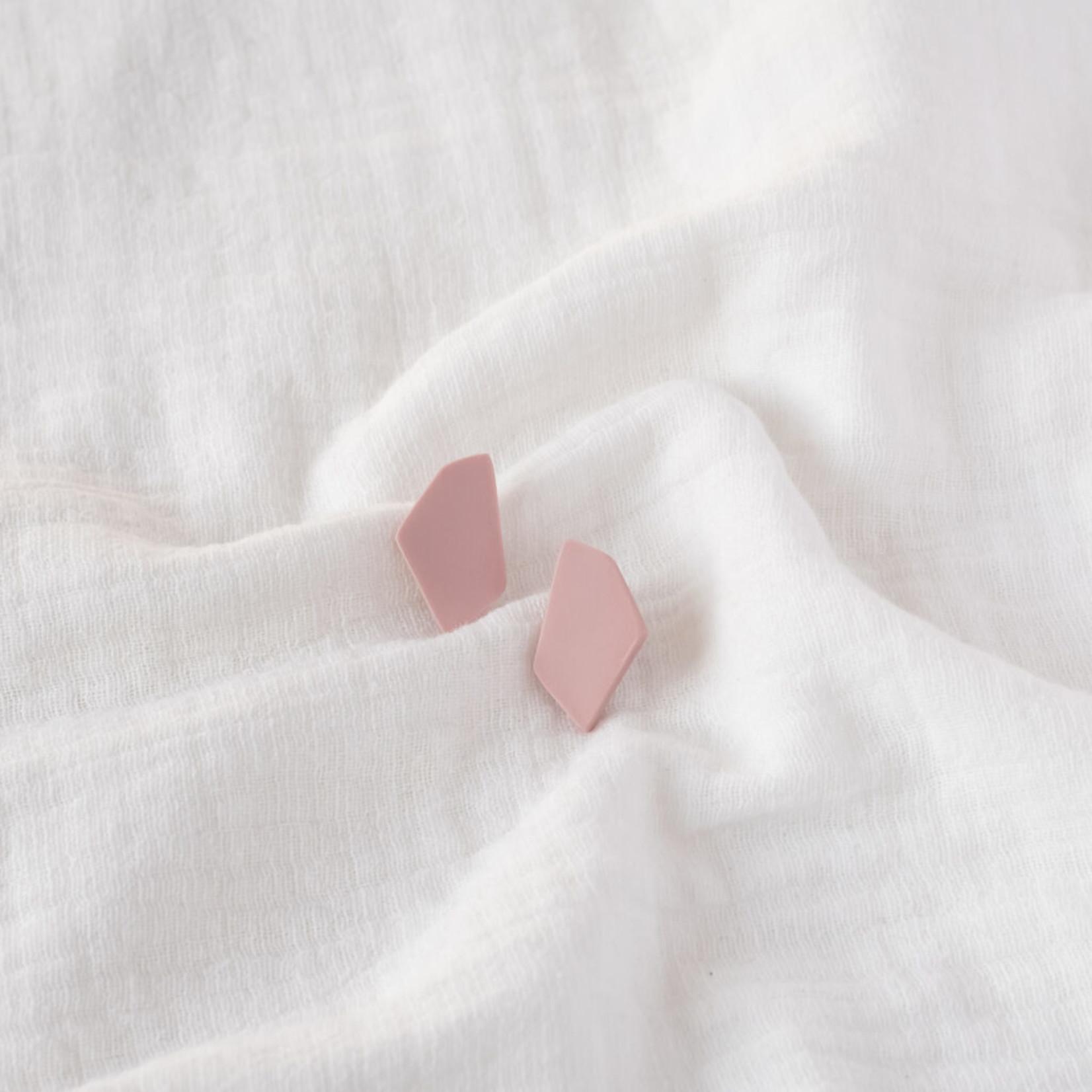 Tinted essentials Hooked stud mini pink