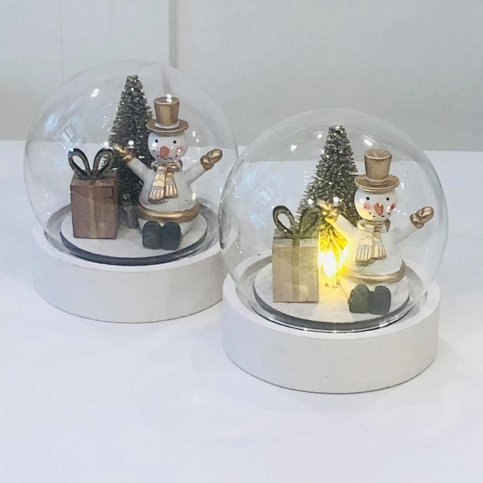 LED globe met sneeuwman - Ø11cm x 10,5cm hoog