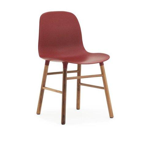 Normann Copenhagen Stoel Form rood kunststof walnoot hout 78x48x52cm