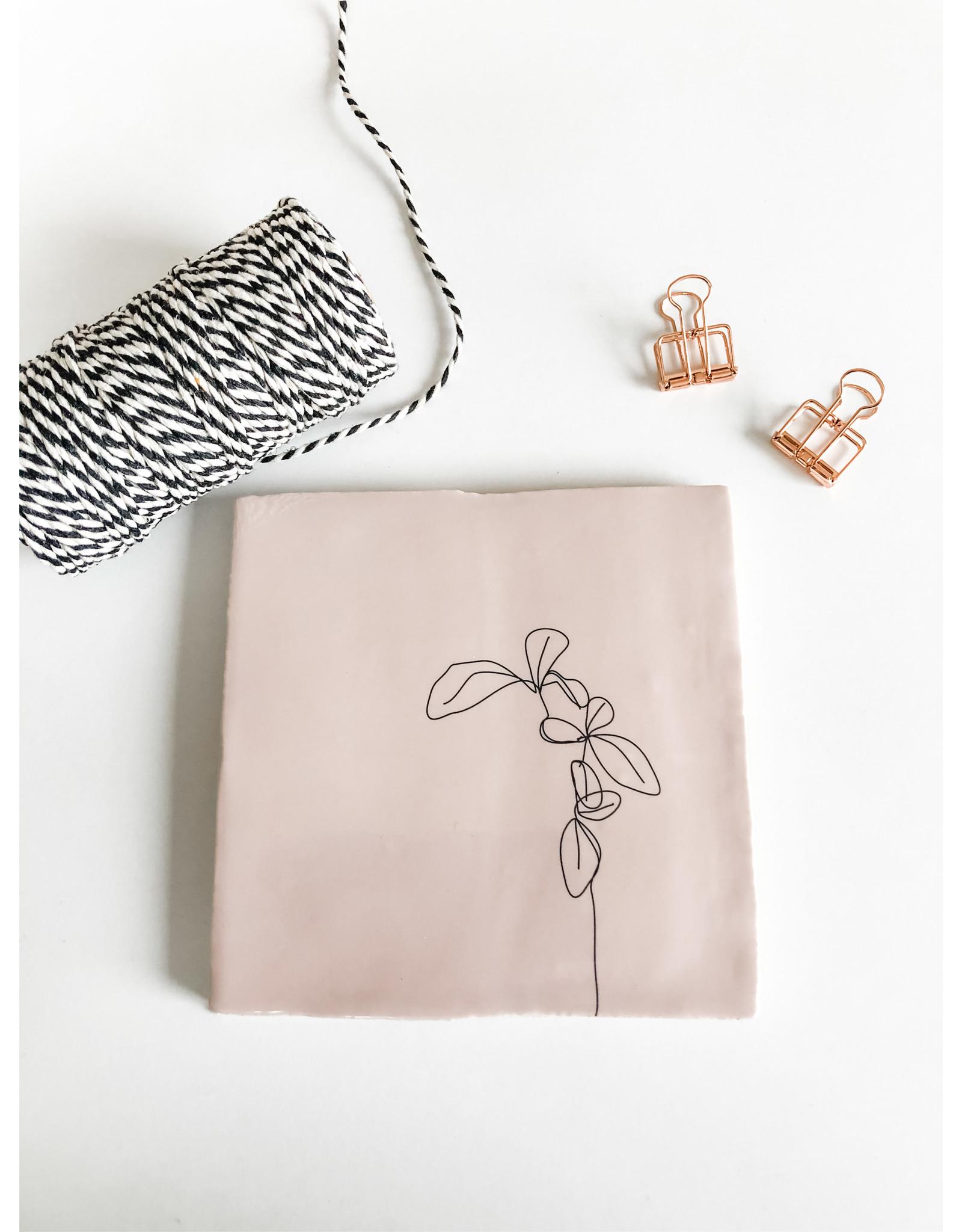 In My Dreams Design Tegeltje roze/zwart blaadjes 1