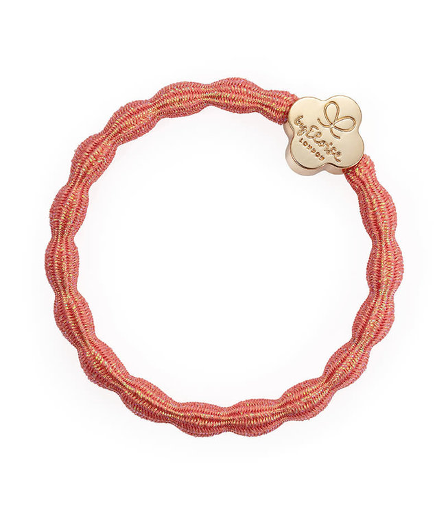ByEloise ByEloise : Blinkende koraal armband met gouden klavertje