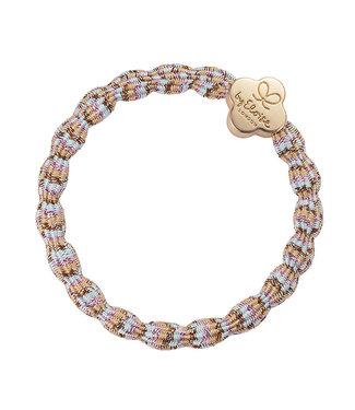 ByEloise ByEloise : Multicolor strand armband met gouden klaver