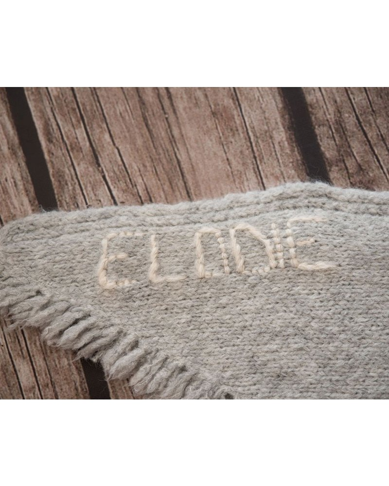 Les Petits Héros Personalized blanket: name counts less than 6 or 6 letters