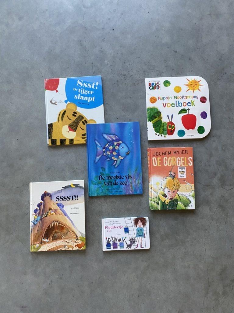 Voorlezen is goed voor de ontwikkeling van je kindje, dat is zo'n beetje algemeen bekend. Maar wist je dat onderzoek bewijst dat kindjes die als baby voorgelezen worden, later beter zijn in taal?