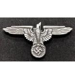 SS adelaar pet badge zilver