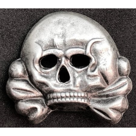 Totenkopf pet badge type 3