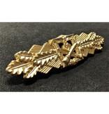 Close combat clasp gold