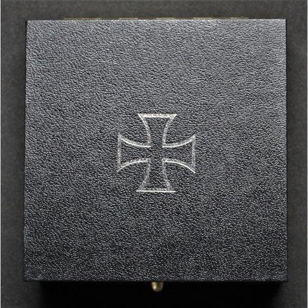 IJzeren kruis display doosje