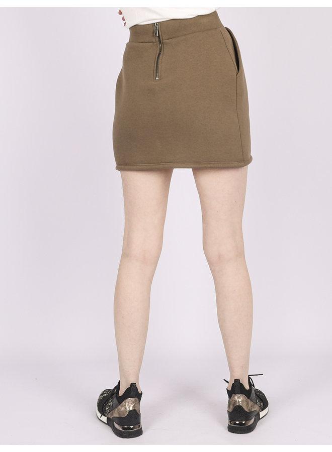 Skirt clutch