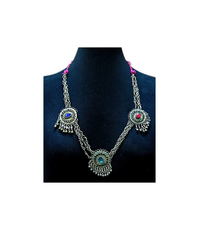 Tribal necklace with three pendants round