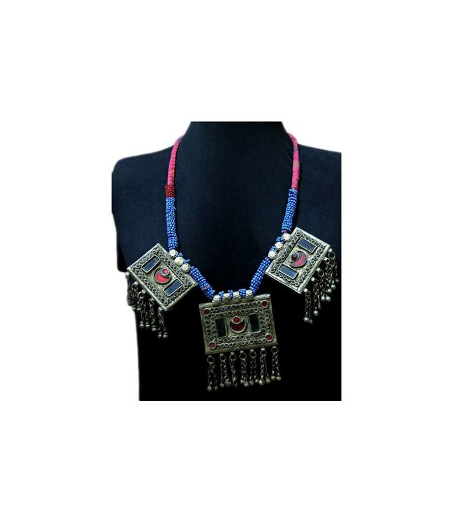 Tribal necklace with colorful pendants and pearls