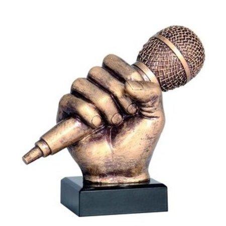 Hand met microfoon trofee
