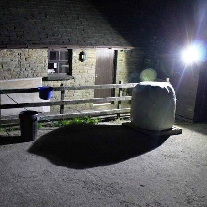 30W LED Bouwlamp Zwart - Waterdicht IP65 - 5 jaar garantie - 3000K
