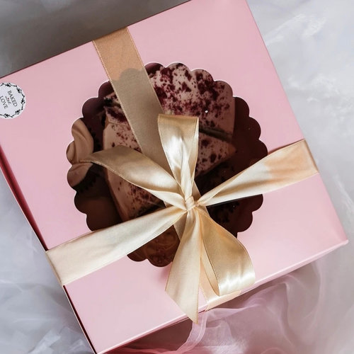 Cake boxes with a clear window