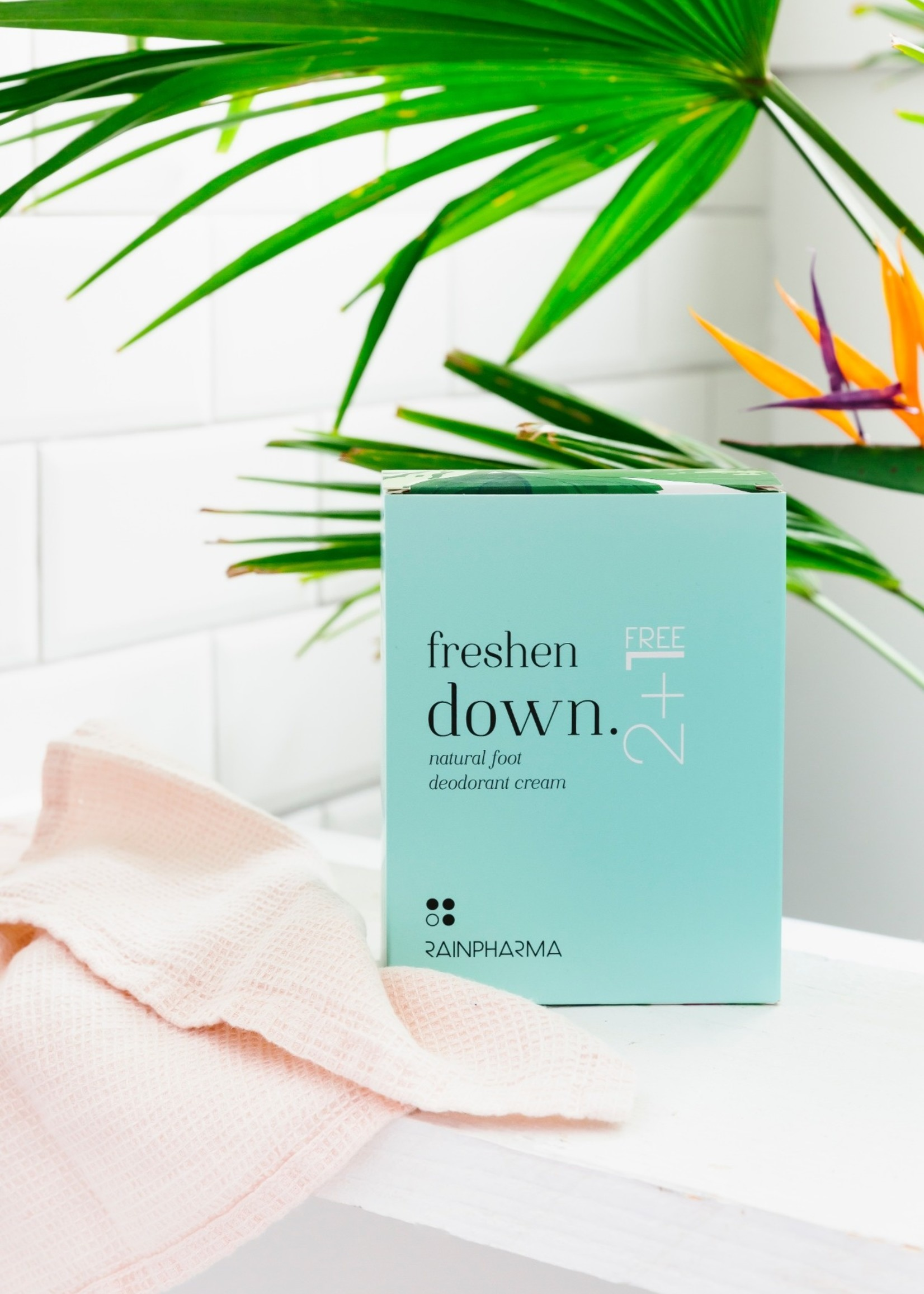 Rainpharma voetendeodorant FRESHEN DOWN 2+1