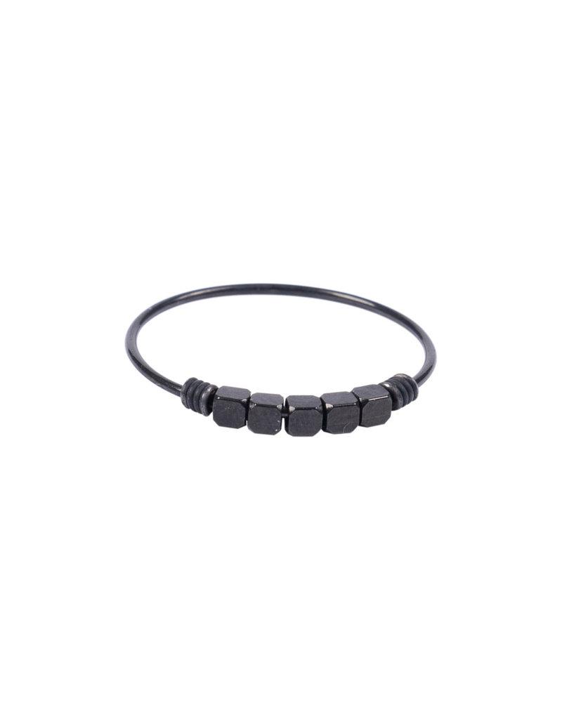 ZUSSS ring Metaal kraaltjes zwart