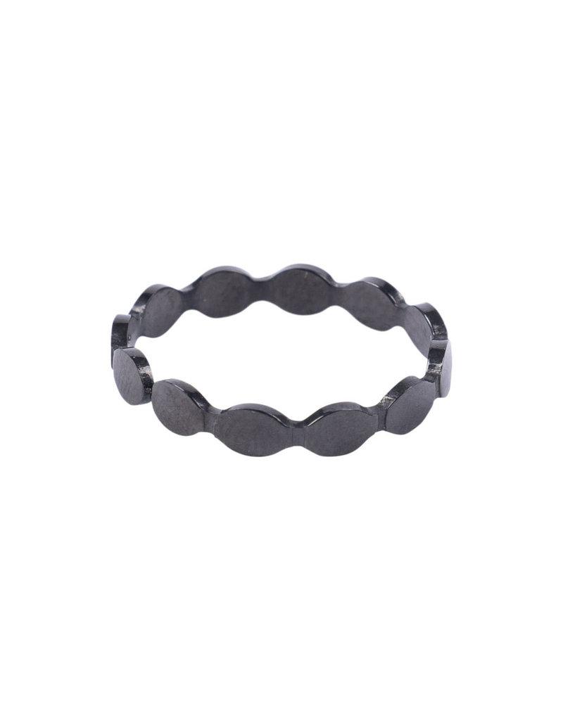 ZUSSS ring met schubrandje zwart