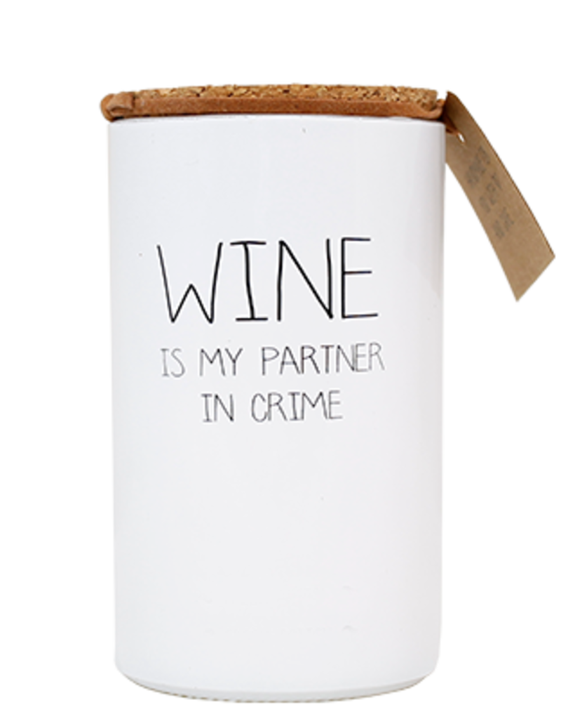 MY FLAME SOJAKAARS - WINE IS MY PARTNER IN CRIME - FRESH COTTON