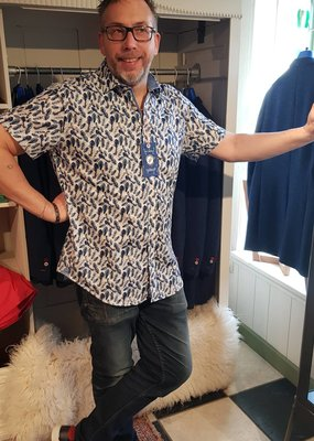 A Fish Named Fred Shirt SS feathers blue